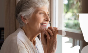 Choose between dentures and dental implants